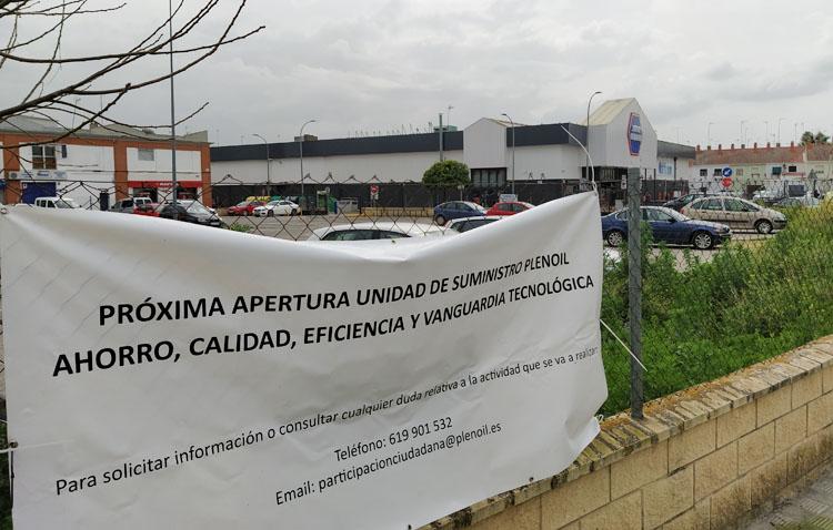 Juntos por Utrera presenta alegaciones contra la instalación de una gasolinera en el aparcamiento de Súper Carmela