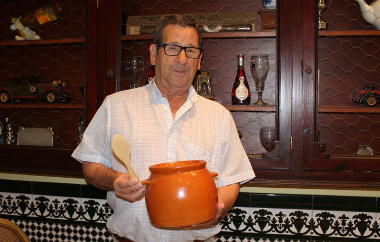 Fallece a los 78 años el conocido cocinero utrerano Pepe Méndez