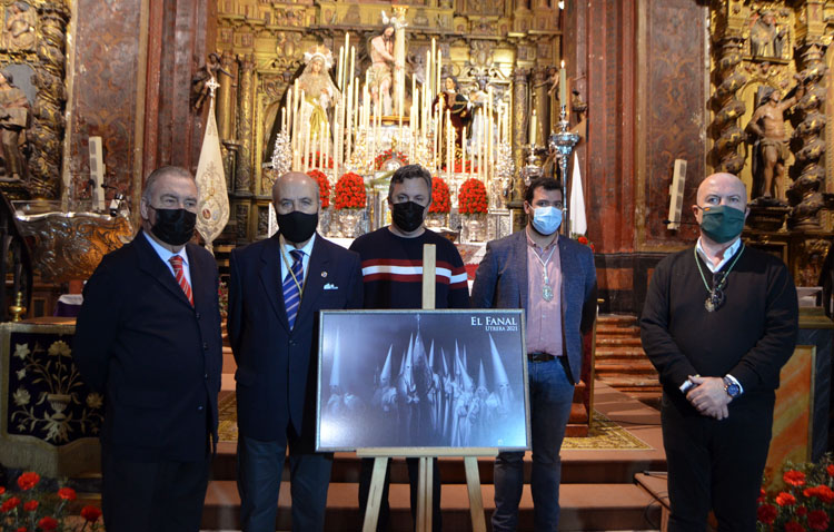 Los nazarenos de la hermandad de los Aceituneros protagonizan el cartel de la tertulia «El fanal»
