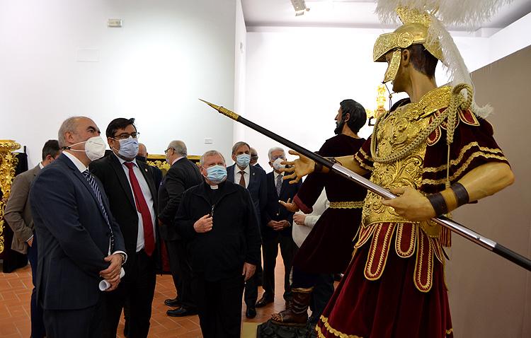 Utrera muestra la «gran riqueza patrimonial» de sus hermandades en una magna exposición [GALERÍA]