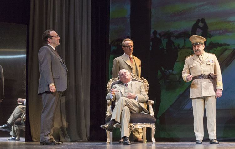 El conocido actor Juan Echanove llega al teatro de Utrera con una obra de Vargas Llosa