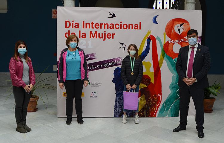 La joven karateca utrerana Lola Matos, un ejemplo para otras adolescentes por sus logros deportivos