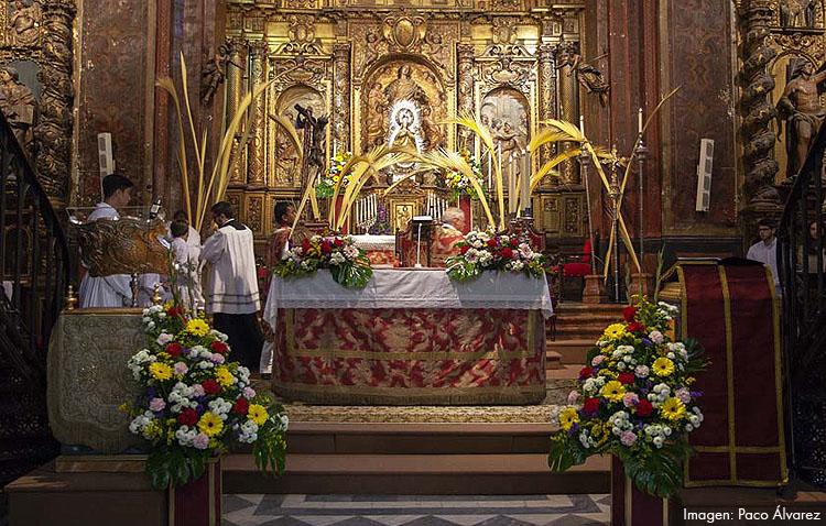 Las tradicionales misas de palmas marcan el Domingo de Ramos en Utrera