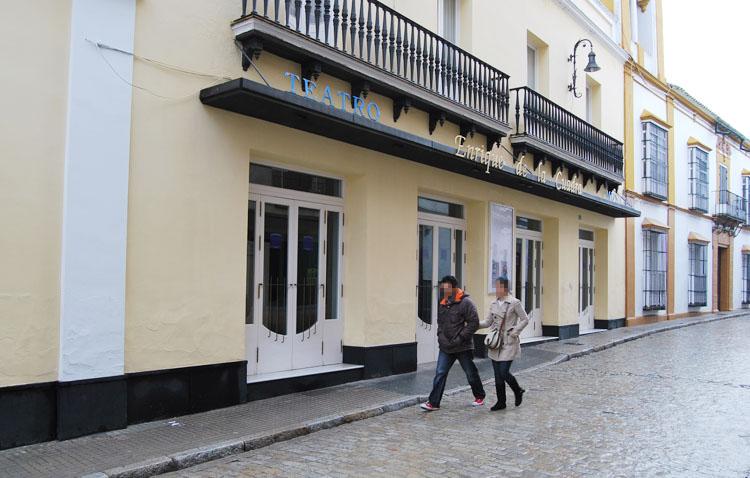 El teatro de Utrera recupera su programación con citas como la visita de Juan Echanove y el «Réquiem» de Mozart