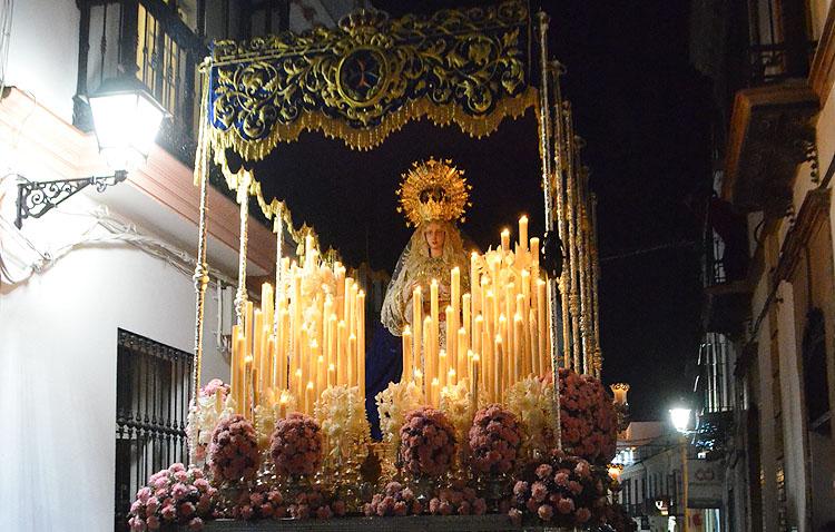 La hermandad de la Trinidad afronta el bordado del techo de palio y del manto de la Virgen de los Desamparados