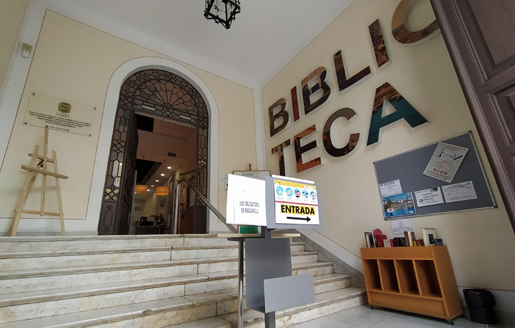 La biblioteca regalará un libro a todas las personas que participen en la iniciativa conjunta con COPE Utrera