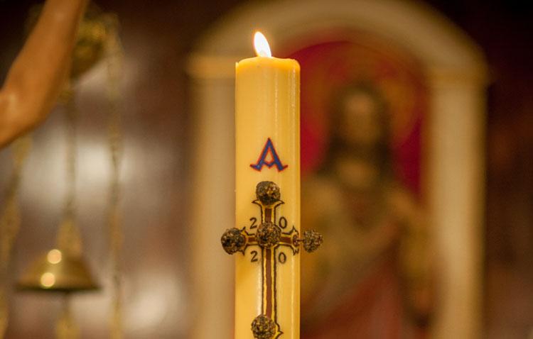 La vigilia pascual marca el camino a la Resurrección del Señor en cinco templos de Utrera