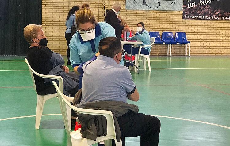 La vacunación masiva frente a la COVID-19 regresa al pabellón «Pepe Álvarez»