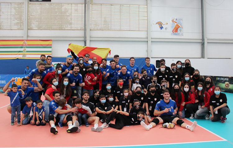 El Club Voleibol Utrera prolonga la fiesta tras proclamarse campeón de la Primera División [GALERÍA]