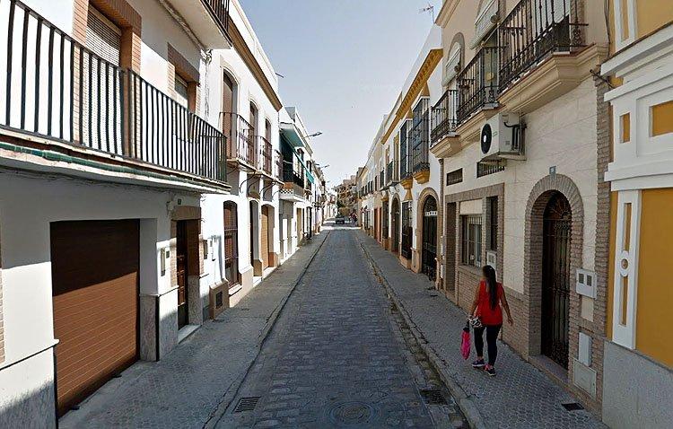 Los vecinos de la calle Cristóbal Colón solicitan al Ayuntamiento de Utrera la peatonalización de esta vía