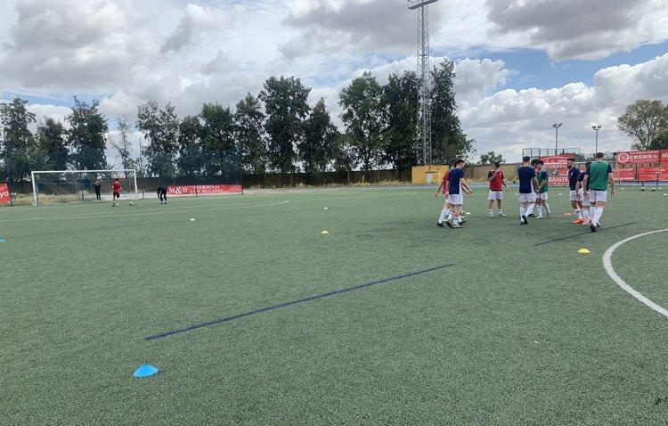 El Betis Juvenil se cruza en la pretemporada del Club Deportivo Utrera