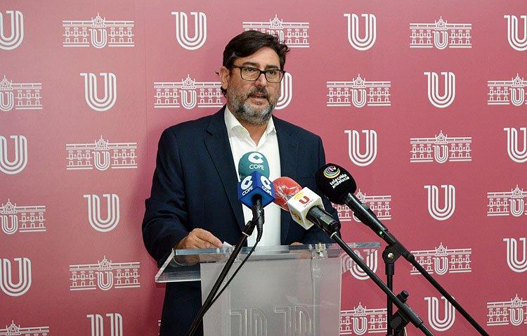 El alcalde de Utrera recuerda que «decae el estado de alarma, pero el virus no desaparece de nuestras vidas»
