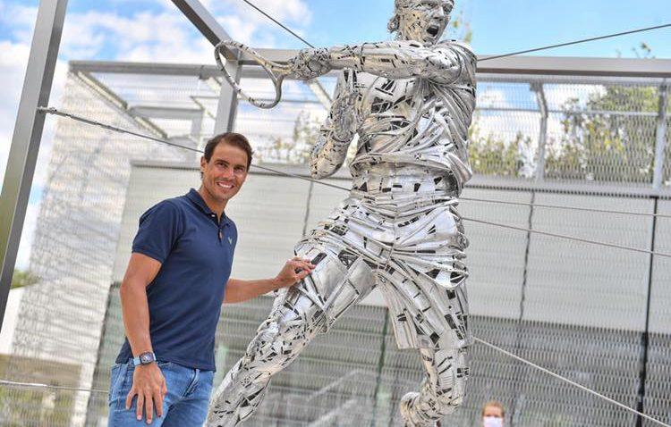El autor del monumento del Abate Marchena, creador de la escultura con la que Roland-Garros ha homenajeado a Rafa Nadal