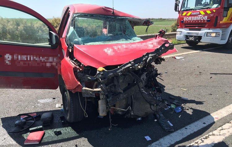 Un fallecido y un herido grave por la colisión frontal de dos coches