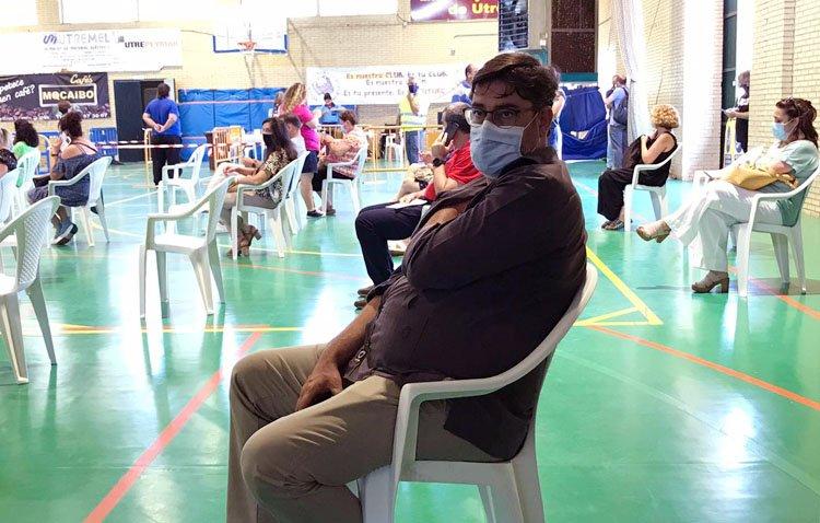 El alcalde, un utrerano más en recibir su vacuna para poner fin a la pandemia