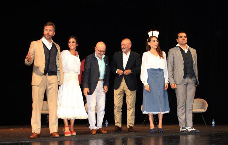 «Los Compadres» y Arturo Pérez-Reverte encandilan al público en Utrera [VÍDEO E IMÁGENES]