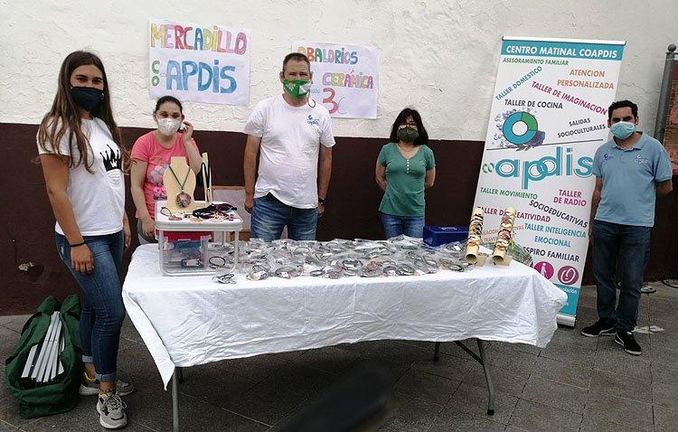 Los miembros del taller de cerámica de Apdis ofrecen su trabajo para lograr fondos y caminar hacia la inclusión total