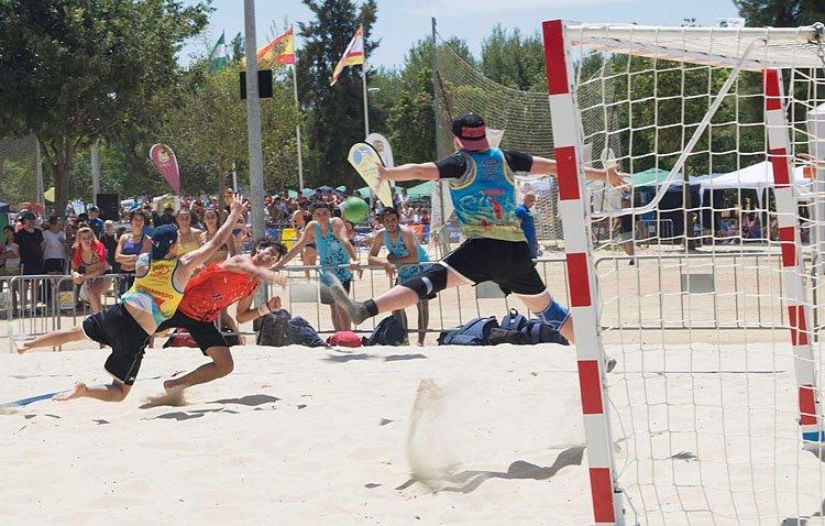 Utrera, primera parada del campeonato andaluz de balonmano playa «Arena Sur»