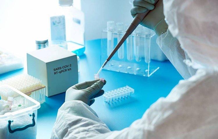 Otro fallecido y 29 positivos por coronavirus en Utrera en un jueves en el que la tasa baja a 453 casos por cada 100.000 habitantes