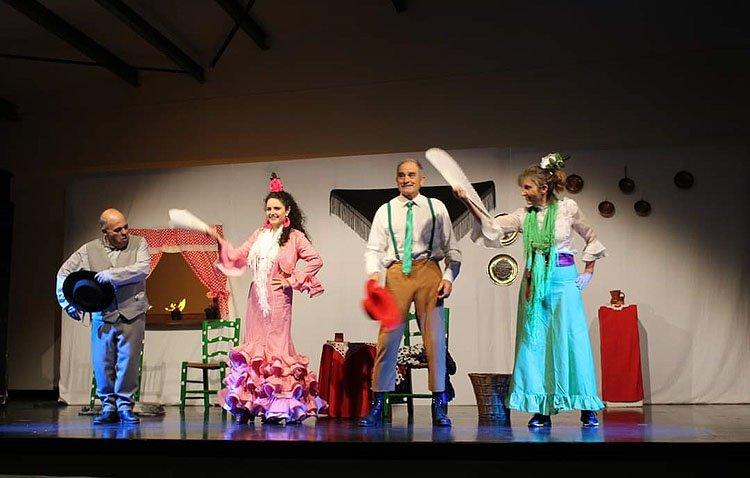 La muestra nacional de teatro amateur afronta su segunda parte con una original fusión de dos obras quinterianas