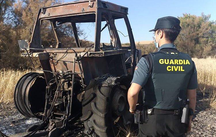 Detenido por incendiar un tractor y 132 hectáreas de cultivo tras ser despedido como guarda de la finca afectada