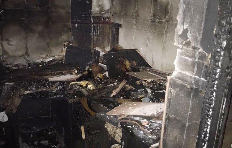 Herido por quemaduras al intentar sofocar el incendio que arrasó su cocina de madrugada