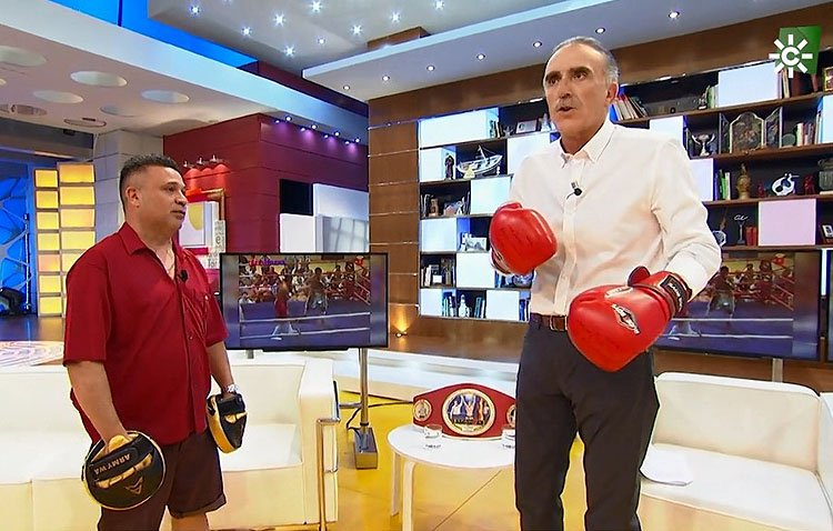 El boxeador utrerano Javier Campanario, protagonista del programa de Juan y Medio en Canal Sur Televisión