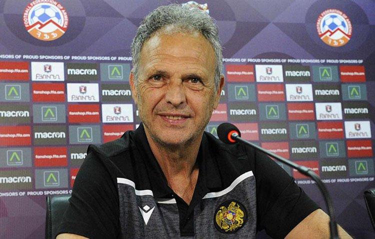 El excelente trabajo del utrerano Joaquín Caparrós al frente de la selección de Armenia le vale su renovación