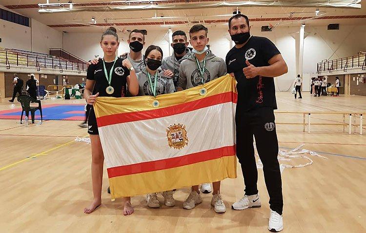 El kickboxing, una modalidad que crece en Utrera y que tendrá a dos deportistas locales en el campeonato de España
