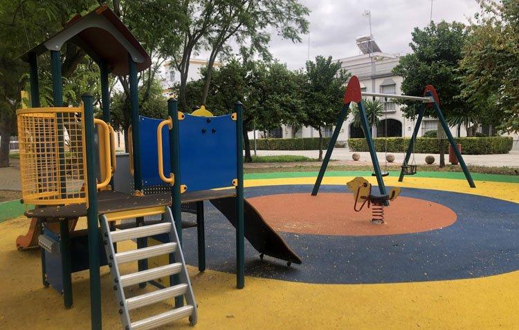 Los parques infantiles de Utrera se renuevan para mejorar la seguridad de los niños