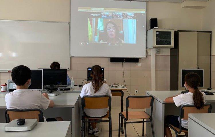 Los alumnos del colegio «Sagrada Familia» de Utrera, «Diputados por un día» con la presidenta del Parlamento de Andalucía