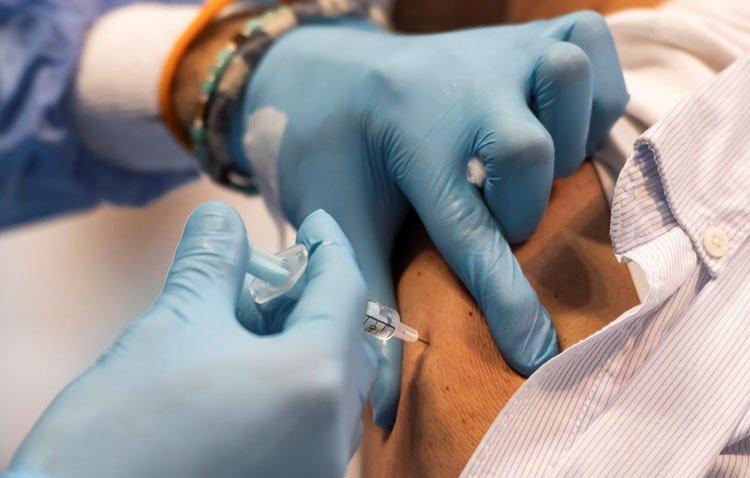 Los mayores de 70 años ya pueden recibir la tercera dosis de la vacuna frente a la COVID-19