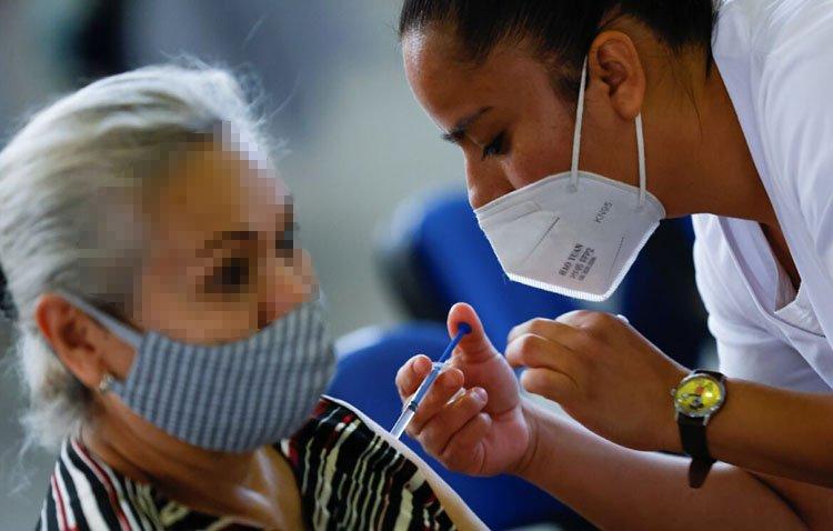 La vacunación frente al coronavirus abre este jueves las citas para los nacidos entre 1993 y 1996
