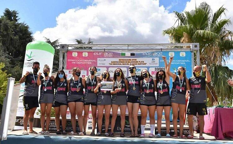 Nuevo hito del equipo femenino del Club Balonmano Playa Utrera al liderar la clasificación europea