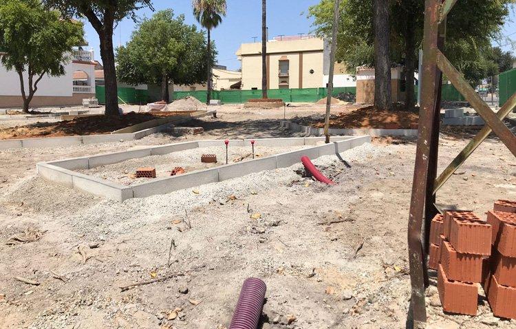 Comienza la transformación de las dos plazas de la barriada La Gordilla