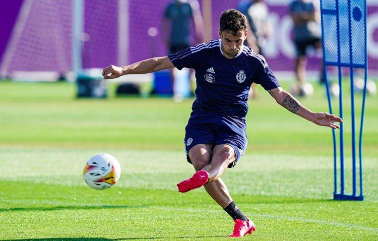 El utrerano Moisés Delgado, jugador del Valladolid, aislado tras dar positivo en COVID-19