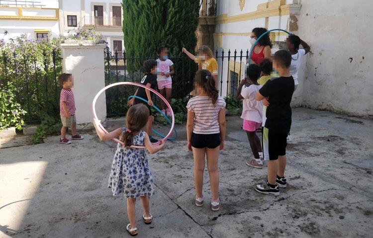 Un verano diferente para 70 chavales en riesgo de exclusión gracias a las colonias urbanas de 'Mujeres de Santiago'