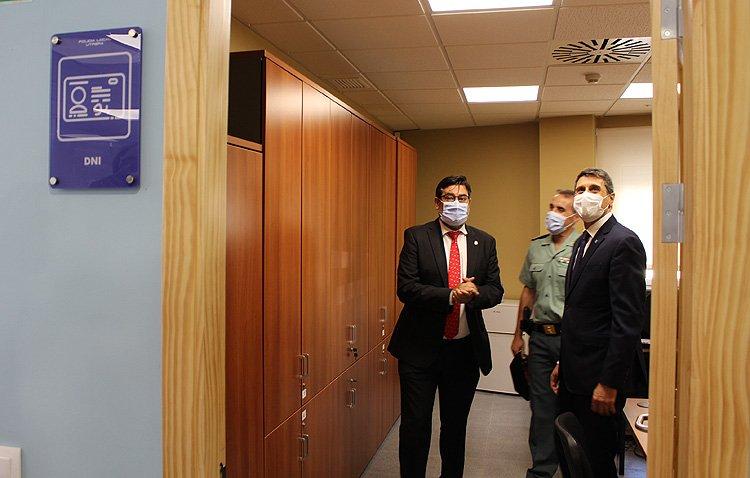 El delegado del gobierno de España en Andalucía muestra su «compromiso total y absoluto» con la llegada de la oficina del DNI a Utrera