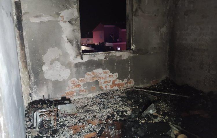 Los bomberos de Utrera sofocan un incendio registrado en una vivienda de Los Molares