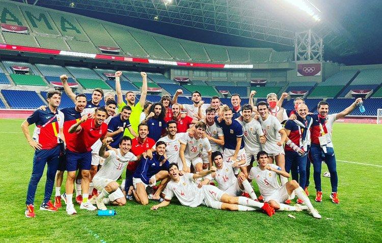 El futbolista utrerano Dani Ceballos se cuelga la plata olímpica