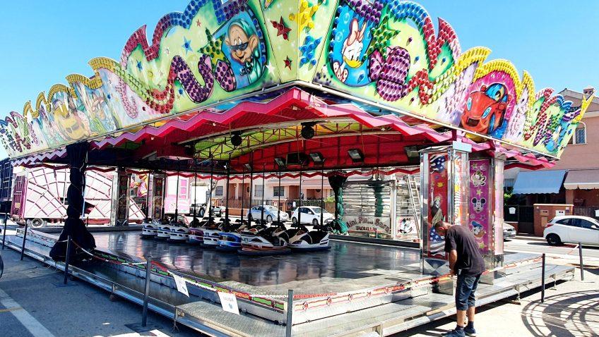 Comienza la instalación de las atracciones de 'Vive Park' en Utrera