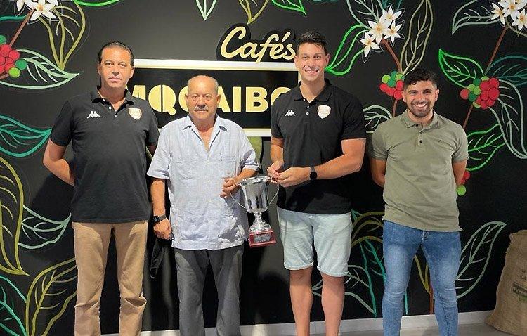 La empresa Cafés Mocaibo renueva su compromiso con el Club Voleibol Utrera
