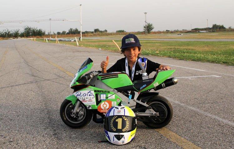 Un piloto utrerano de siete años se proclama campeón de España de minimotos [AUDIO ENTREVISTA]