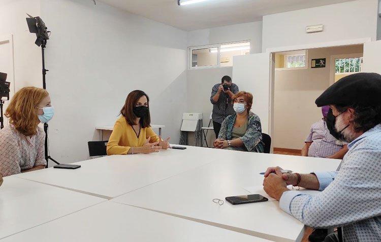 La portavoz de Podemos en Utrera se reúne con la ministra de Derechos Sociales