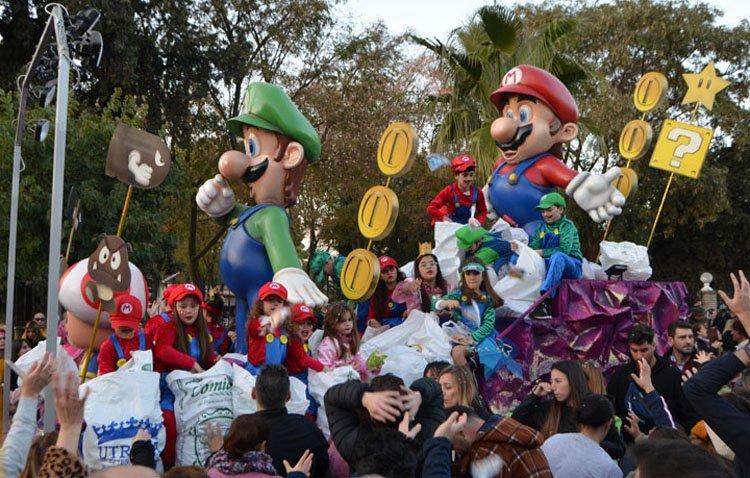 La cabalgata de los Reyes Magos de Utrera abre las puertas a los niños que quieran inscribirse para subirse a las carrozas infantiles