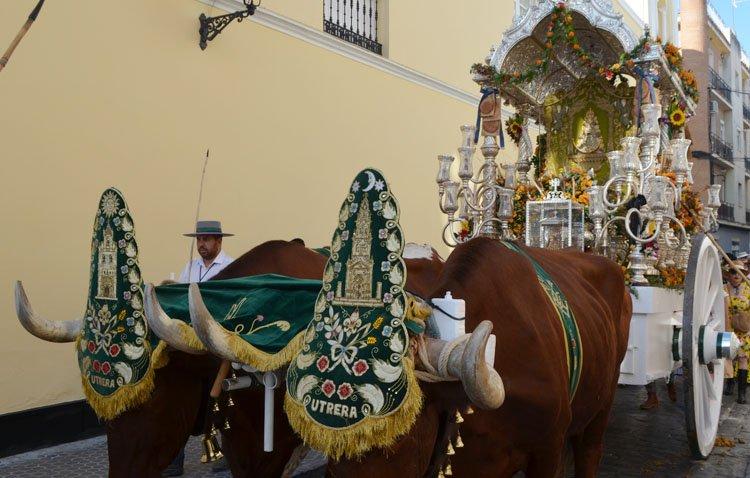 Una pieza esencial de la carreta del rocío de Utrera presente en la magna exposición 'Rocío jubilar' en Sevilla