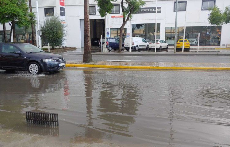 La lluvia y el viento provocan diversas incidencias Utrera