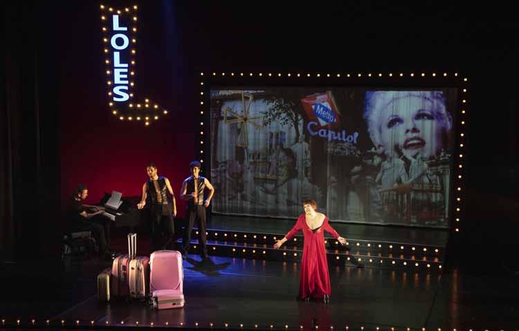 La conocida actriz Loles León estrena la temporada teatral en Utrera con la obra musical 'Una noche con ella'