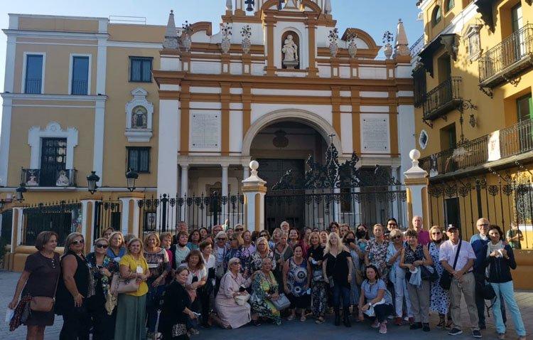El grupo 'Amigas de Utrera' se adentra en los tesoros del sevillano barrio de la Macarena