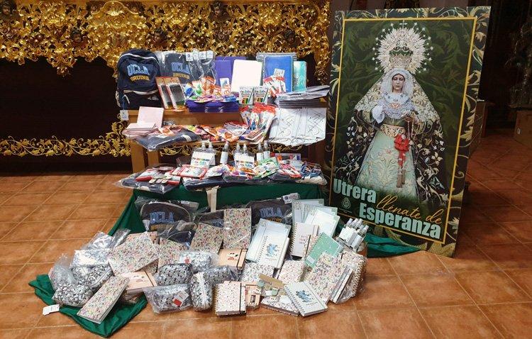 La hermandad de los Gitanos dona 25 lotes escolares a Asoca